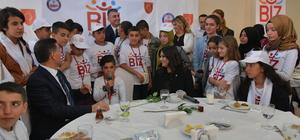 Sarıeroğlu, Mardin'den gelen 200 öğrenciyle buluştu