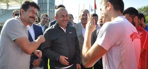 Bakan Çavuşoğlu'ndan, milli takıma ziyaret
