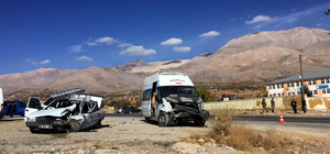 Kahramanmaraş'ta öğrenci servisiyle otomobil çarpıştı: 16 yaralı