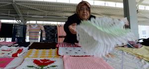 """Kadınların emekleri """"Hanımeli Göz Nuru"""" pazarında"""