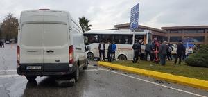 Sporcuları taşıyan midibüs kamyonetle çarpıştı: 12 yaralı