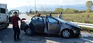Bursa'da kamyonet ile otomobil çarpıştı: 1 ölü