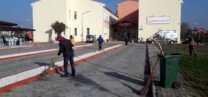 Marmaraereğlisi Devlet Hastanesi bahçesinde temizlik çalışması