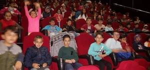 Çavdarhisar İmam Hatip Ortaokulu öğrencilerinin sinema keyfi
