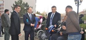 Hollanda'da yaşayan gurbetçilerden engellilere tekerlekli sandalye desteği