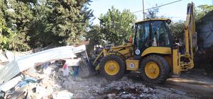 Kağıt toplayan Suriyelilerin evlerinden 20 kamyon çöp çıktı