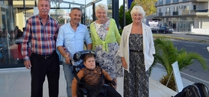 Didim'de yabancılar iki engelliye umut oldu