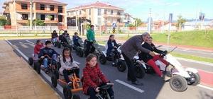 Bu parkta çocuklar trafik kurallarını uygulayarak öğreniyorlar