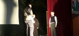 Ulu Önder Gazi Mustafa Kemal Atatürk'ü tiyatro gösterisiyle andılar