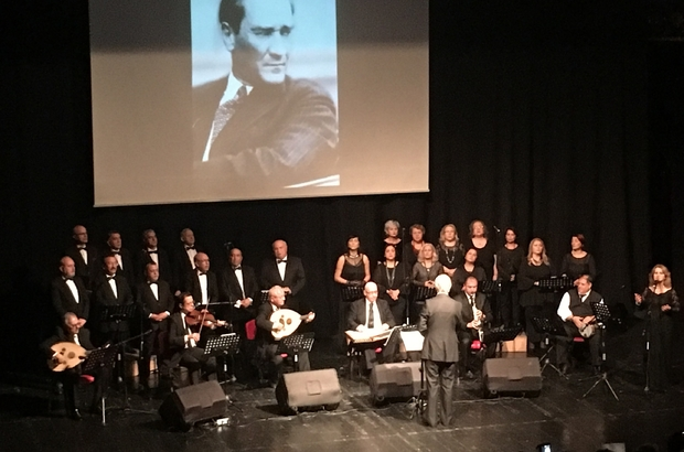 Ulu Önder Atatürk,  sevdiği şarkıların seslendirildiği müzik dinletisiyle anıldı
