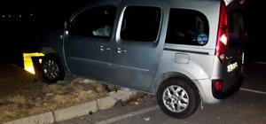 Hafif ticari araç refüje çarptı: 7 yaralı