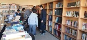 Öğretmen ve öğrencilerin girişimiyle okula kütüphane kuruldu