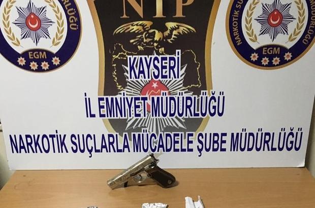 Uyuşturucu taciri iki kişi gözaltına alındı