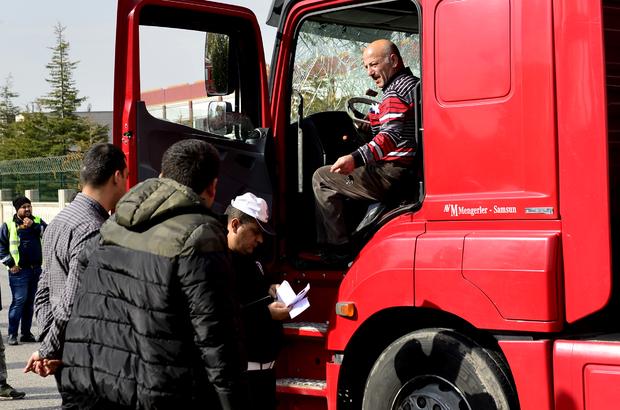 Kayseri'de halk otobüsü ile tır çarpıştı: 10 yaralı