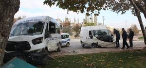 Diyaliz hastalarını taşıyan minibüs ile kamyonet çarpıştı: 7 yaralı