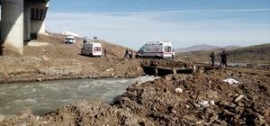Ağrı'da otomobil nehre düştü: 2 ölü