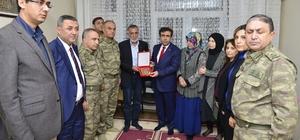 Vali Güzeloğlu, şehit ailesine şehitlik belgesi verdi