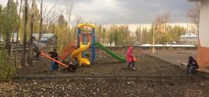 Polise taş atan çocuklar artık parklarda oynuyor