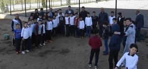 ehmet Sofuoğlu İmam Hatip Ortaokuluna halı saha kazandırılıyor