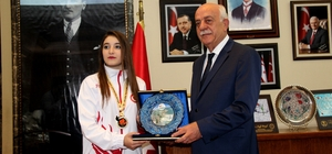 Balkan şampiyonu Ayşe'den Başkan Seyfi Dingil'e ziyaret