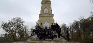 Gençler, tarihi gezerek öğreniyor