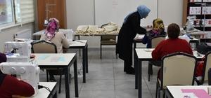 Terzilik eğitimi alan kadınlara dikiş makinesi hediye