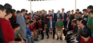 Vali Kalkancı'dan öğrencilere sürpriz