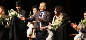 üyükşehir tiyatro sezonunu açıyor