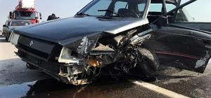 Önce lüks otomobile sonra bariyerlere çarptı: 1 yaralı