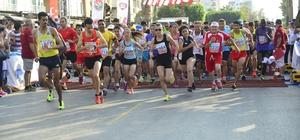 Öğrenciler Mersin Maratonu'nu resmedecek