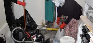 Evlerinden 10 torba çöp çıkan aileye yardım eli