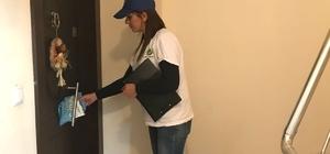 Kapı kapı dolaşıp geri dönüşümü anlatıyorlar