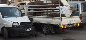 Kamyonetlerin kazasında 3 kişi yaralandı