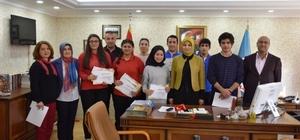 Kitap okuma yarışmasında dereceye giren öğrencilere başarı belgeleri verildi