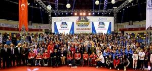 Bağcılar'ın başarılı 550 genci altınla ödüllendirildi