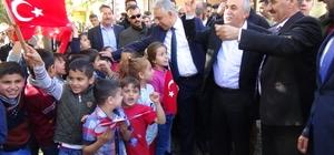 Fakıbaba Türk bayraklarıyla karşılandı