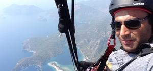 Eskişehirli paraşütçünün büyüleyen uçuşu