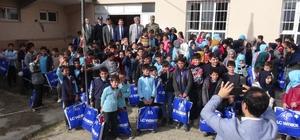 üçük'ten 7 bin 500 öğrenciye kışlık elbise yardımı