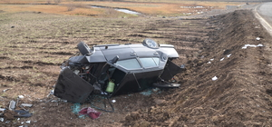 Kars'ta otomobil şarampole devrildi: 2 yaralı