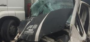 Kamyon ile kamyonetle çarpıştı: 2 yaralı