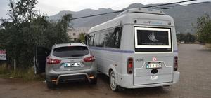 Kozan'da dolmuş ile otomobil çarpıştı: 1 yaralı