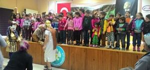 'Asteriks ve Oburiks' Ahmetli'de çocukları güldürdü