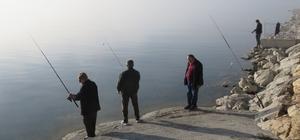 Beyşehir'de olta avcıları, avlanamamaktan yakınıyor