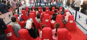 Forum Mersin'de pandomim gösterisi