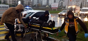 Karşıya geçmeye çalışan okul müdürüne araba çarptı