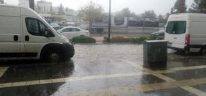 Didim'de sağanak yağış hayatı olumsuz etkiledi