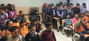 Şaphane'de öğrencilerin '3D' sinema keyfi