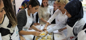 Adana'da kadınlara aşçılık ve pastacılık kursu