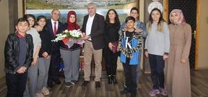 Yetim öğrencilerden Başkan Memiş'e ziyaret