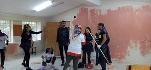 Üniversite öğrencileri köy okulunu boyadı